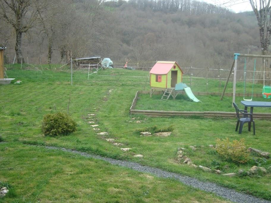 comment garder mes all es propre au jardin forum de jardinage. Black Bedroom Furniture Sets. Home Design Ideas