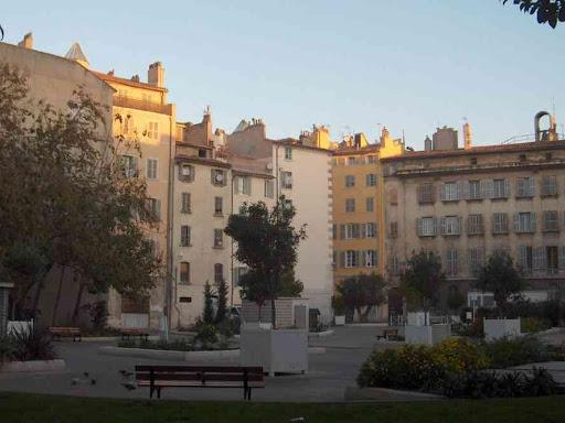 Petite place dans le centre de Toulon