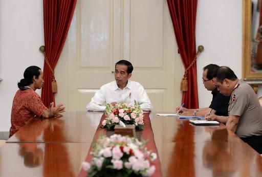 Pengemudi Truck Agus Yuda Bertemu Presiden Jokowi Di Istana Negara Setelah Jalan Kaki Mojokerto-Jakarta 26 Hari