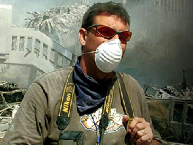 Chuyện về bức ảnh trong đống đổ nát ngày khủng bố Mỹ 11/9 và hành trình 15 năm đi tìm điều kỳ diệu của vị nhiếp ảnh gia người Úc - Ảnh 2.