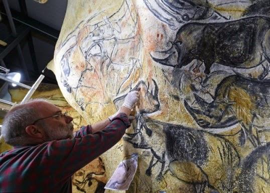 Древняя пещера с рисунками