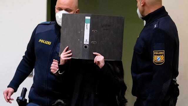 """Una """"novia del ISIS"""" alemana fue condenada a 10 años de cárcel por dejar morir de sed a una niña yazidí que compró como esclava"""