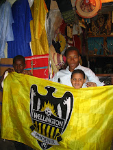 Photo: Phoenix fans at the Marche Centrale in Tamanrasset.