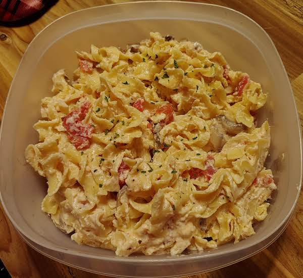 Egg Noodles In A Decadent Butter , Garlic And Cheese Sauce With Diced Tomatoes And Mushrooms.