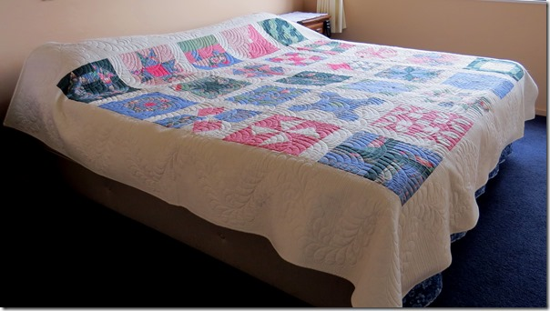 Joanne's quilt on bed_1