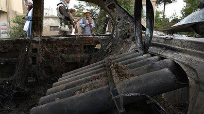 Ataque con cohetes contra el aeropuerto de Kabul: los terroristas utilizaron este automóvil lanzamisiles