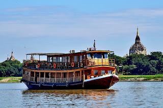 Z ladjo po reki Irrawaddy