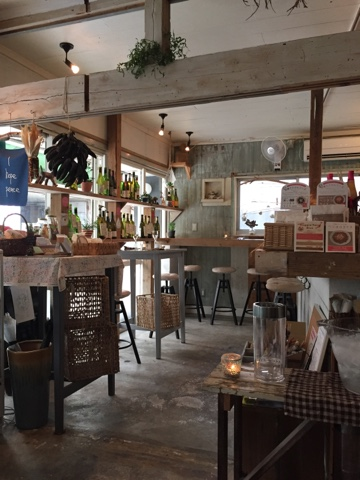 Ukishima Garden is a gorgeous Vegan restaurant in Naha, Okinawa, with a great organic wine menu and delicious food!