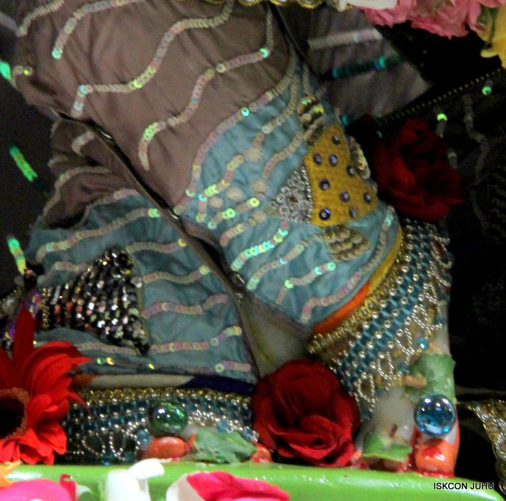 ISKCON Juhu Sringar Deity Darshan on 19th Oct 2016 (22)