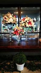 Album (digital) de fotos de Ana Polillo. Fotografias digitais da Carla Flores, que faz decoração floral em eventos sociais e corporativos usando as mais lindas flores. Faz bouquet (buquê) de noiva, decoração de casamento, decoração de festas, decoração de 15 anos, arranjos de mesa, decoração de salão de festa, locação de mobiliário, decoração de igreja, arranjos de casamento e decoração dos mais lindos eventos. Atua em Niterói, Rio de Janeiro (RJ).