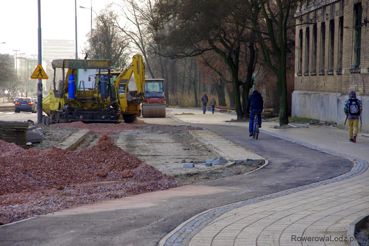 Bez słupków odgradzających drogę dla rowerów od parkingu, tu może tu być nieciekawie.