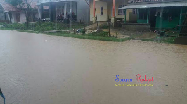 Jalan desa muara dusun sindang laut banjir
