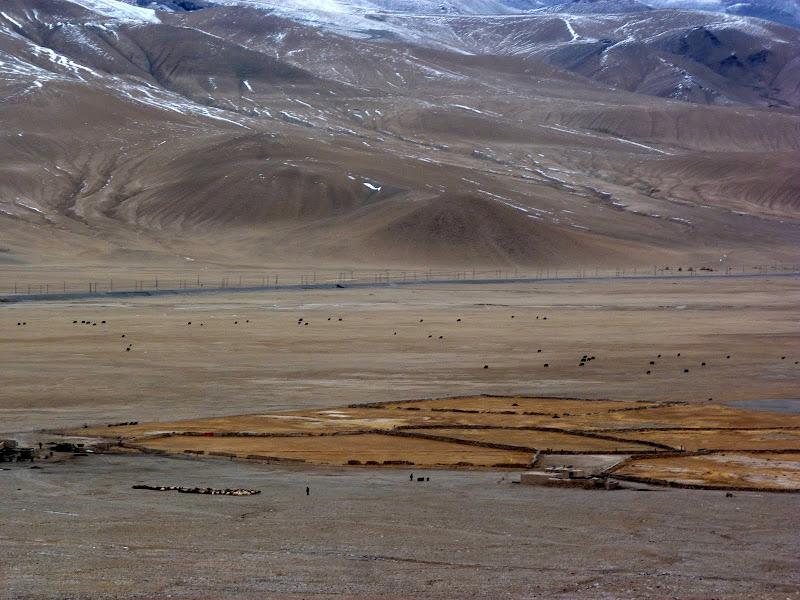 XINJIANG. Karakoram Highway, lune des plus haute route au monde, en passant a 4400 m - P1280648.JPG