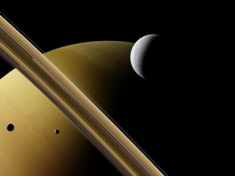 Metano nas plumas da lua de Saturno, Encélado: possíveis sinais de vida?