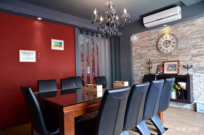 原覺咖啡座位空間