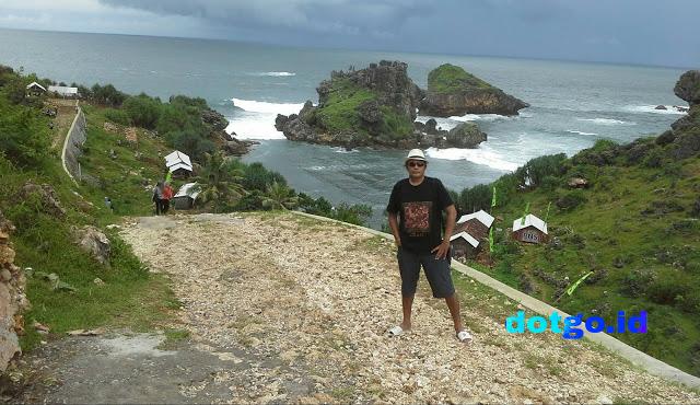 Pantai Nglambor Tepus Gunung Kidul Yogyakarta Pantai Yang Asri Dengan Sejuta Pesona Dotgo Id