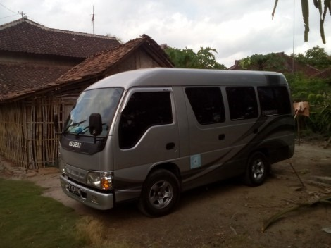 Armada Travel Bwi Banyuwangi - Isuzu Elf