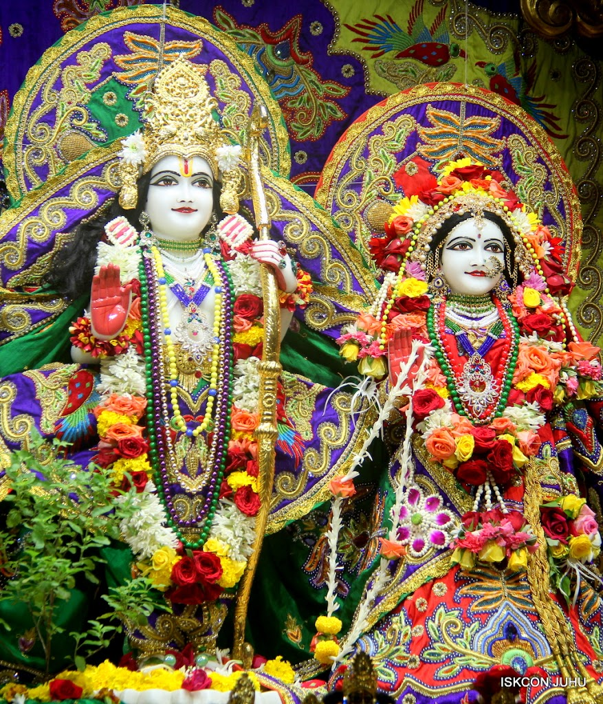 ISKCON Juhu Sringar Deity Darshan on 31st July 2016 (33)