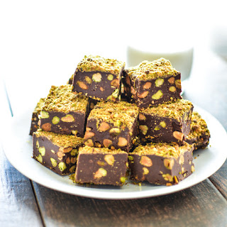 5-Ingredient Dark Chocolate Fudge with Pistachios