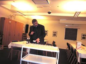 Nytårsarrrangement 2008 - Bent gør klar til en skål for det nye år