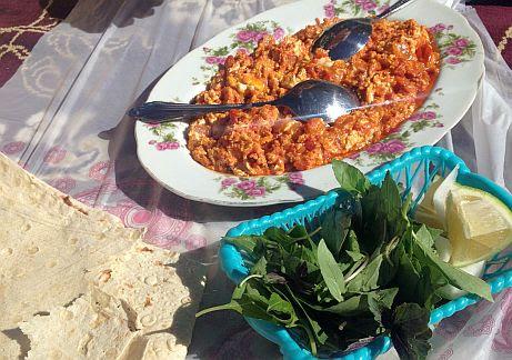 Typisch iranisches Omelette mit Kräutern