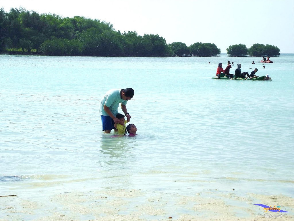 family trip pulau pari 090716 Fuji 070