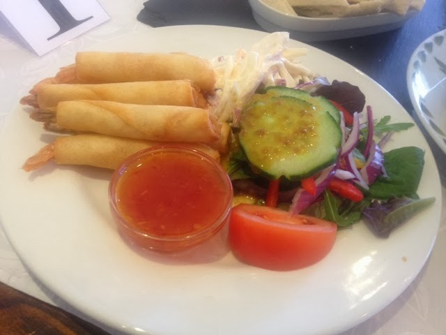 Filo prawns with coleslaw and sweet chilli dip