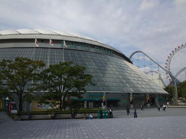 水道橋から歩いてスグの東京ドームの外観