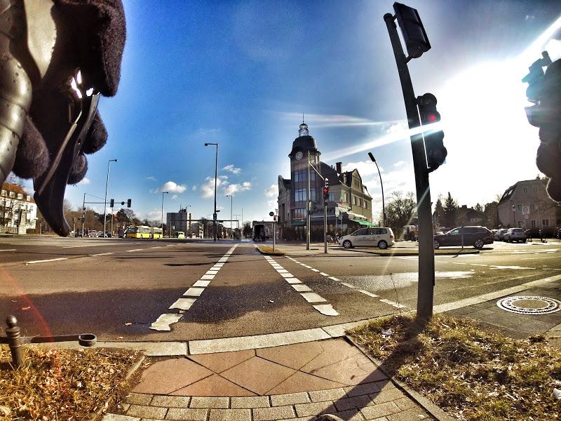 Auf dem Radweg über die Kreuzung - einer der seltenen übersichtlichen Fälle in DE