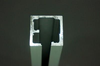 裝潢五金品名:#6068-專利小型萬向軌規格:寬33m/m*高33m/m載重:150KG顏色:鋁色型式:萬向/拉門/折門用功能:餐廳或辦公室作臨時隔間用特點:此軌道可直接切成T型/L型/十字型變換方向不用另外買接頭轉向玖品五金