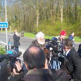 1 - woordvoerder Jan Peters staat de pers te woord