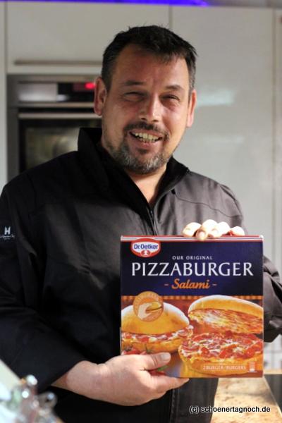 Christian Mittermeier präsentiert den Pizzaburger als Beispiel für Hybrid Food
