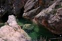 Agua limpia, clara, fuerte y tenaz, que se ha abierto camino entre las duras rocas