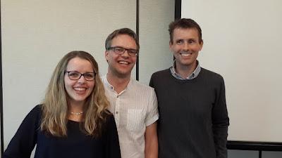 Bilde av Lotte Johansen, Tom Widerøe og Stein Erik Skotkjerra, meget smilende.