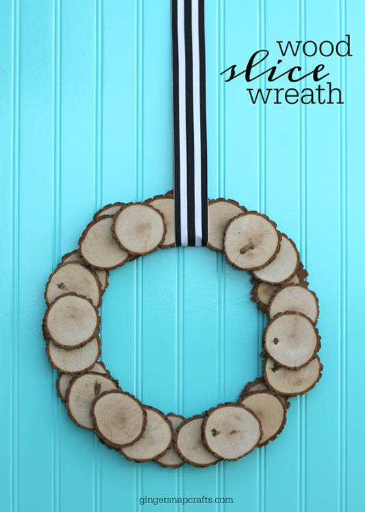 mine Wood Slice Wreath tutorial #gingersnapcrafts #woodslice #wreath_thumb