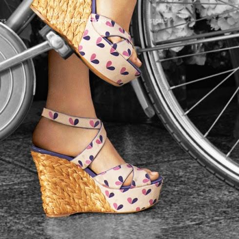 giày đế xuồng hoạ tiết nữ tính