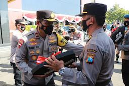 Bantuan Mobil Dinas Dari Pemprov Didistribusikan Secara Langsung Oleh Kapolda Jatim Irjen Pol Nico Afinta