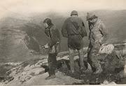 11.1966г. Плато Чатыр-Даг. Вышли из пещеры. Вид сзади,
