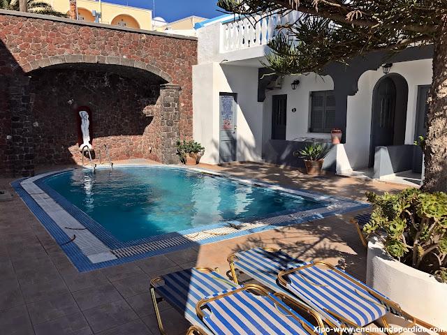 dormir-santorini-piscina-hotel-grande-murano.JPG