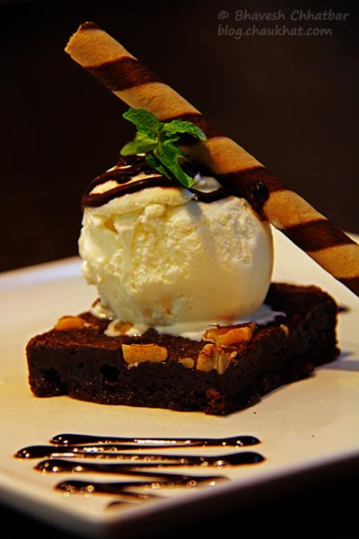 Brownie with Chocolate Sauce at Frisco, Koregaon Park, Pune