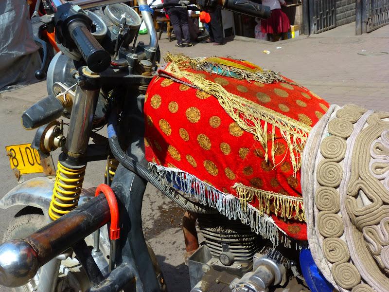 XINJIANG. Urumqi, Grand Bazar, 8 avril - P1270334.JPG
