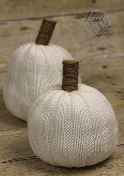 White knit sweater pumpkins