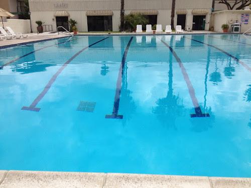 Anaheim Plaza Hotel pool