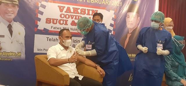 Jadi Contoh, Ketua DPRD Kotabaru Awali Vaksinasi Covid-19