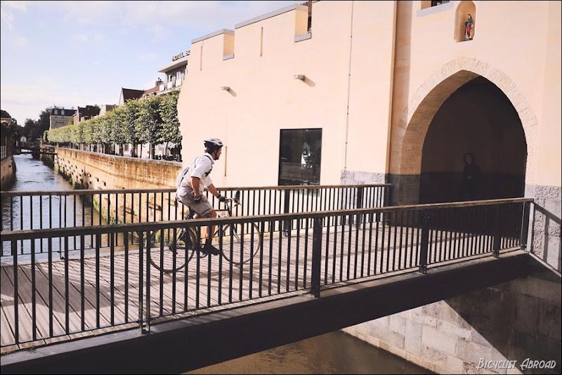 rider on bridge eroica