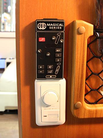 西日本鉄道「はかた号」 0002 個室型プレミアムシート シートリモコン&照明スイッチ