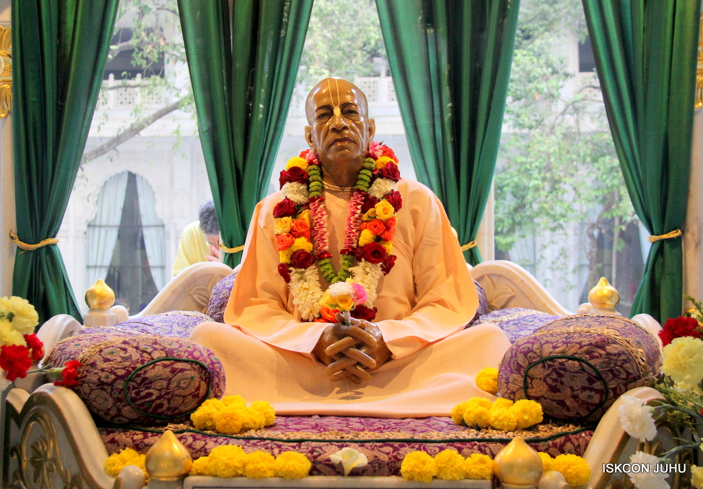 ISKCON Juhu Sringar Deity Darshan on 19th Jan 2017 (49)