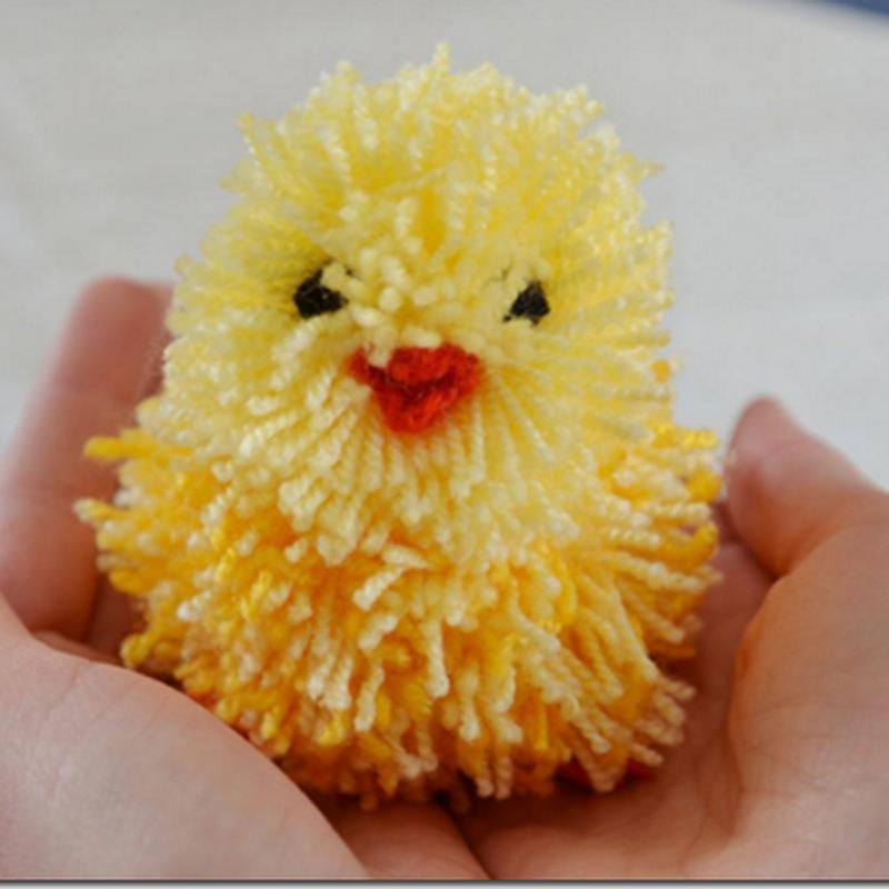 Cómo hacer un pollito de Pascua con  pompón de lana