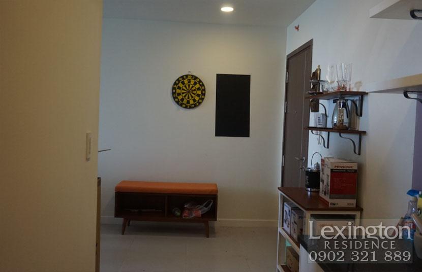 Cửa chính tại căn hộ 2 phòng ngủ Lexington quận 2