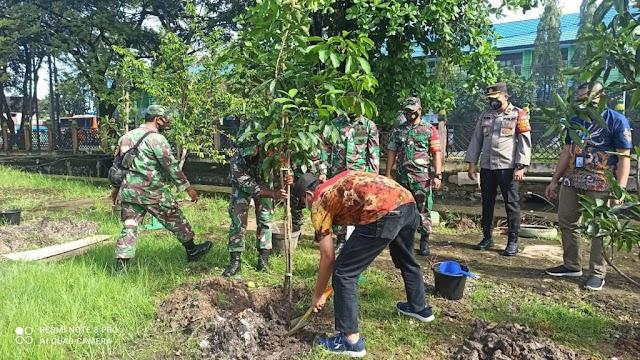 Peduli Lingkungan Hidup, WOM Finance Tanam Seribu Pohon untuk Penghijauan